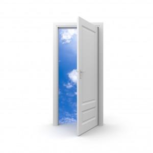 białe drzwi wewnętrzne do łazienki