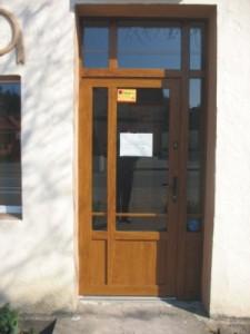 drzwi wejściowe do kamienicy w Szczecinie