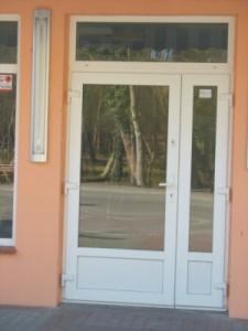 drzwi do lokalu usługowego