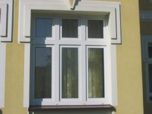 trzyskrzydłowe okno pcv w kamienicy