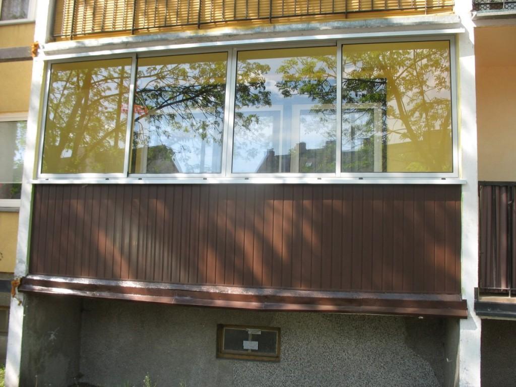 Balkon zabudowany szkłem przesuwnym