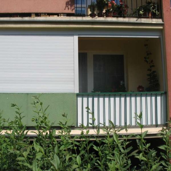 zabudowa balkonu roletami zewnętrznymi