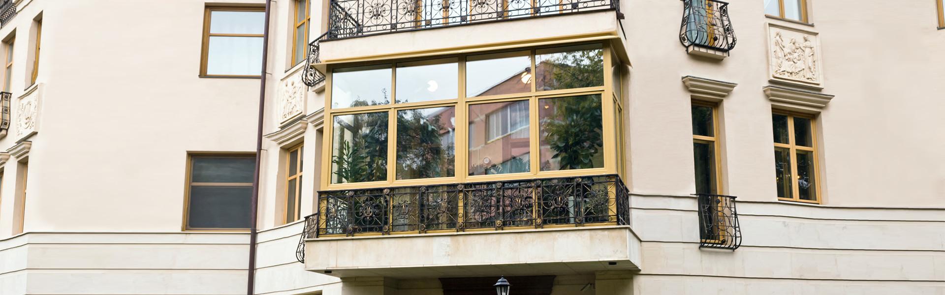 zabudowa balkonu w odrestaurowanej kamienicy