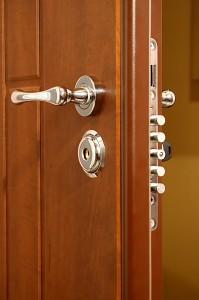 Mechanizm zabezpieczający drzwi antywłamaniowych