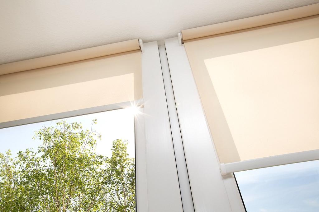 jasna roleta okienna wewnętrzna