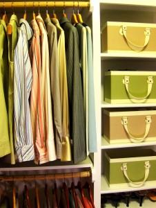 uporządkowane wnętrze szafy