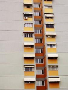zabudowane balkony w bloku z płyty