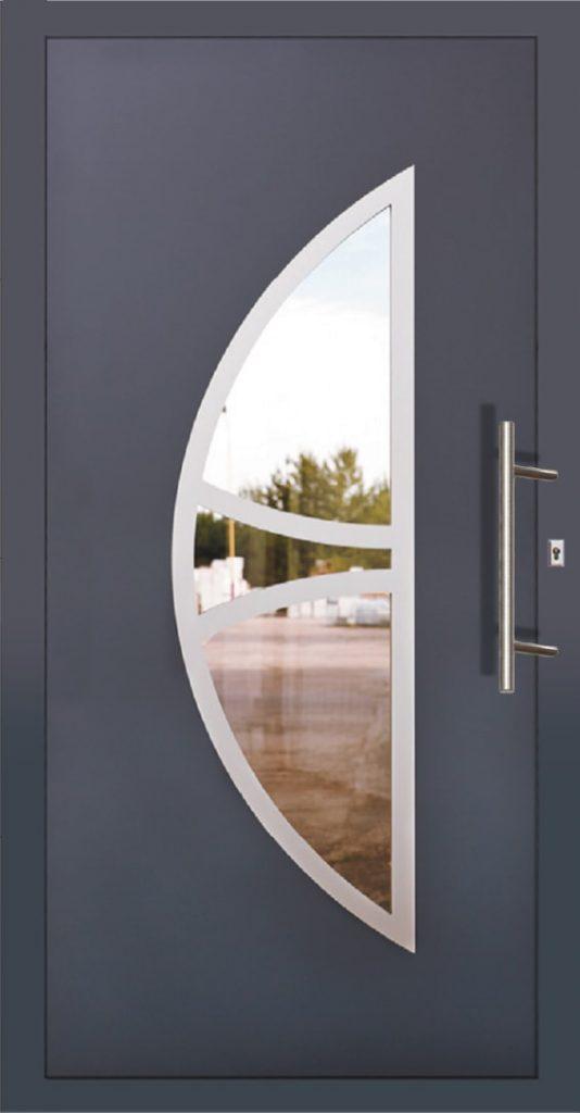 Niebieskie drzwi z stalową klamką Szczecin